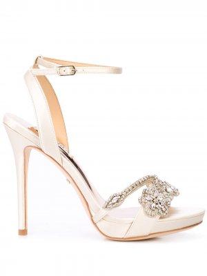 Туфли-лодочки с кристаллами Badgley Mischka. Цвет: белый
