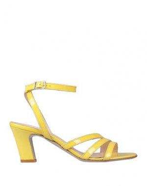 Сандалии ELLA. Цвет: желтый