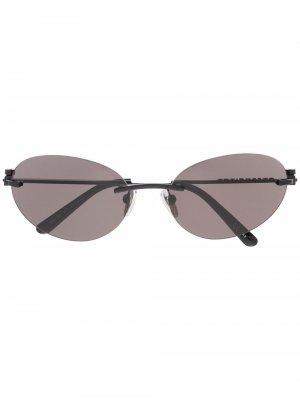 Солнцезащитные очки в овальной оправе Balenciaga Eyewear. Цвет: черный
