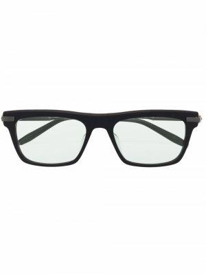 Солнцезащитные очки в квадратной оправе Akoni. Цвет: черный