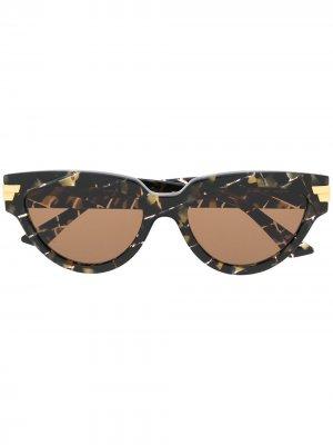 Солнцезащитные очки в оправе кошачий глаз Bottega Veneta Eyewear. Цвет: коричневый