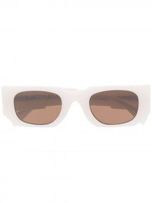 Солнцезащитные очки в прямоугольной оправе Kuboraum. Цвет: белый