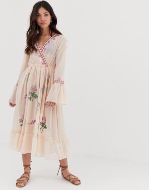 Пляжное платье мини с глубоким вырезом и вышивкой Anmol. Цвет: мульти