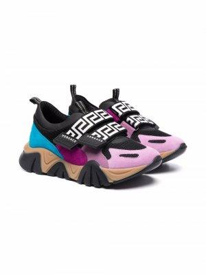 Greca-print band sneakers Versace Kids. Цвет: фиолетовый