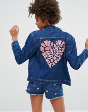 Джинсовая куртка с вышивкой сердца на спине Monki. Цвет: синий