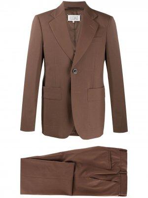 Костюм-двойка с однобортным пиджаком Maison Margiela. Цвет: коричневый