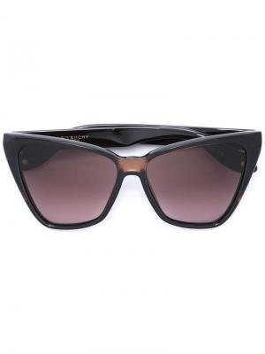 Солнцезащитные очки с массивной квадратной оправой Givenchy Eyewear. Цвет: коричневый