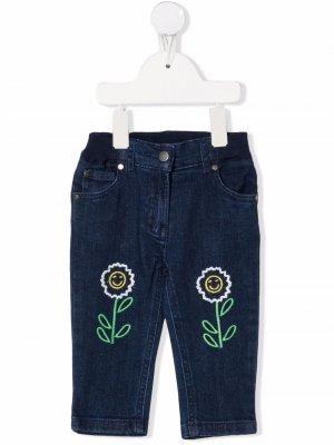 Floral-embroidered denim trousers Stella McCartney Kids. Цвет: синий