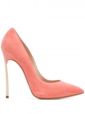 Туфли Blade с заостренным носком Casadei. Цвет: розовый