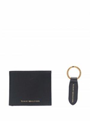 Комплект из кошелька и брелка с логотипом Tommy Hilfiger. Цвет: коричневый