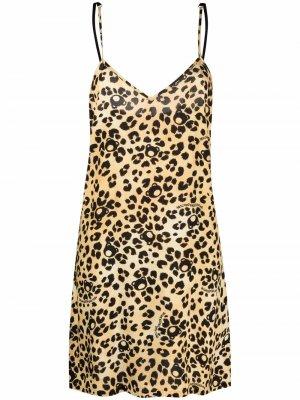Ночная сорочка с леопардовым принтом Moschino. Цвет: нейтральные цвета