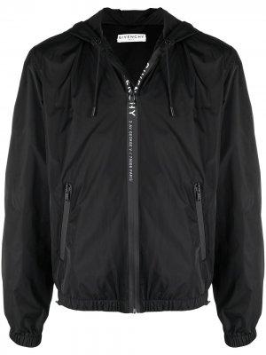 Ветровка с капюшоном и логотипом Givenchy. Цвет: черный