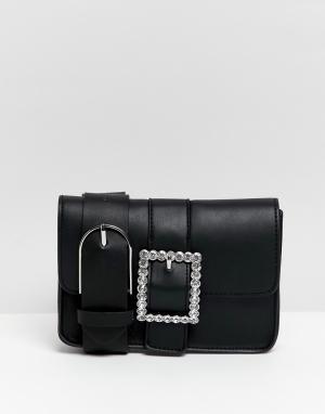Поясная сумка с пряжкой Bershka. Цвет: черный