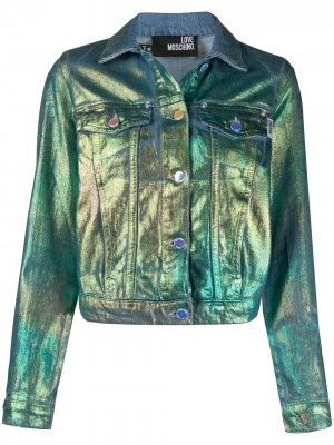 Короткая джинсовая куртка с эффектом металлик Love Moschino. Цвет: синий