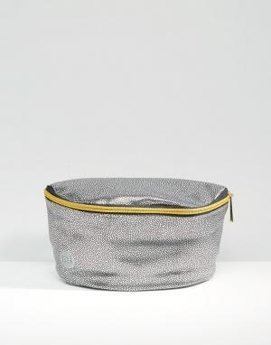 Серебристая сумка-кошелек на пояс из искусственной кожи Mi-Pac. Цвет: серебряный