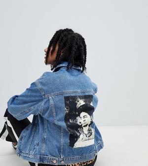 Джинсовая куртка с принтом на спине revived frida Reclaimed Vintage. Цвет: синий