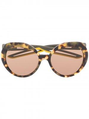 Солнцезащитные очки в массивной оправе черепаховой расцветки Balenciaga Eyewear. Цвет: коричневый