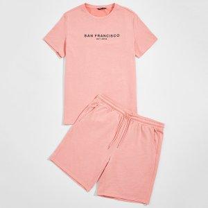 Мужская футболка с текстовым принтом и шорты SHEIN. Цвет: кораллово-розовый