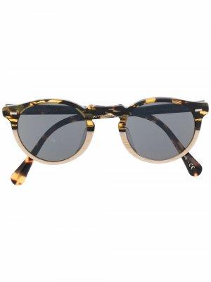 Складные солнцезащитные очки черепаховой расцветки Oliver Peoples. Цвет: нейтральные цвета