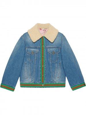 Джинсовая куртка с воротником из искусственного меха Gucci. Цвет: синий