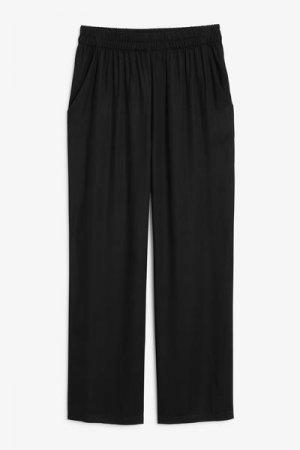 Легкие брюки Monki. Цвет: черный