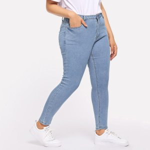 Большие облегающие кроп-джинсы с карманами SHEIN. Цвет: синий