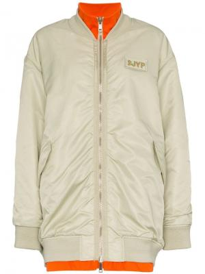 Двухсторонняя куртка-бомбер в стиле оверсайз SJYP. Цвет: серый