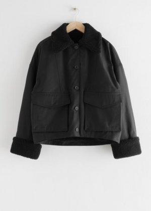 Утепленная куртка с искусственным мехом &Other Stories. Цвет: черный