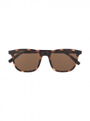 Солнцезащитные очки черепаховой расцветки Lacoste. Цвет: коричневый