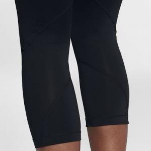 Женские капри со средней посадкой для тренинга Pro Nike. Цвет: черный
