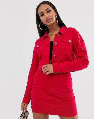 Укороченная джинсовая куртка малинового цвета -Красный Missguided