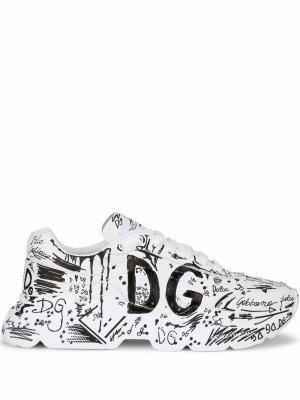 Кроссовки Daymaster с принтом граффити Dolce & Gabbana. Цвет: белый