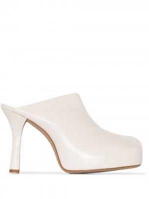 Мюли на каблуке Bottega Veneta. Цвет: нейтральные цвета