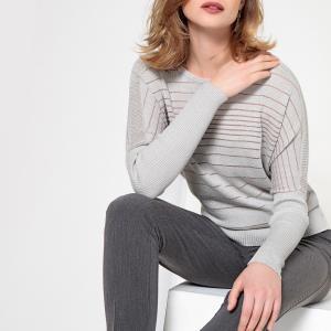 Пуловер в полоску с круглым вырезом из тонкого трикотажа ANNE WEYBURN. Цвет: светло-серый