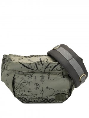 Graphic print belt bag Sacai. Цвет: зеленый