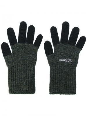 Перчатки с контрастными панелями Yohji Yamamoto. Цвет: зелёный
