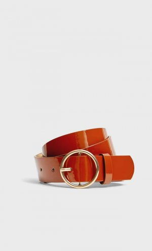 Ремень С Лакированной Отделкой Женская Коллекция Коричневый 70 Stradivarius. Цвет: коричневый