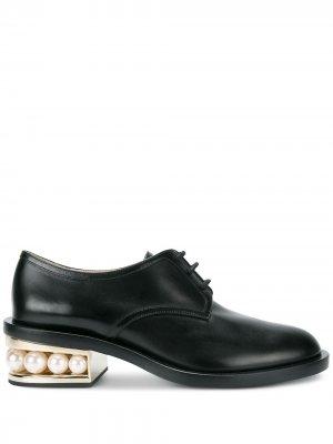 Туфли Дерби Casati с искусственным жемчугом Nicholas Kirkwood. Цвет: черный