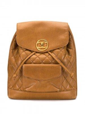 Стеганый рюкзак с логотипом CC Chanel Pre-Owned. Цвет: коричневый