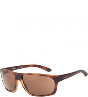 Солнцезащитные очки в пластиковой оправе Arnette. Цвет: коричневый