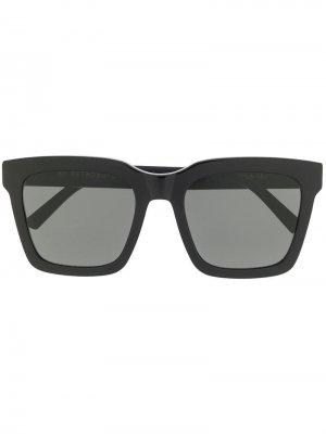 Солнцезащитные очки в массивной трапециевидной оправе Retrosuperfuture. Цвет: черный