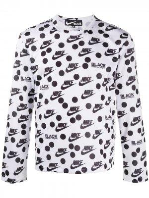 Топ с длинными рукавами и принтом из коллаборации Nike Black Comme Des Garçons. Цвет: белый