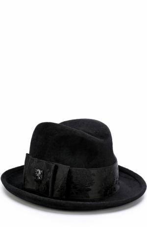 Фетровая шляпа с атласной лентой и брошью Philip Treacy. Цвет: черный