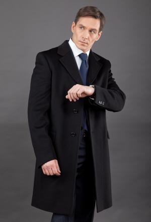 Классическое черное мужское пальто на высокий рост с английским воротником Teresa Tardia. Цвет: черный