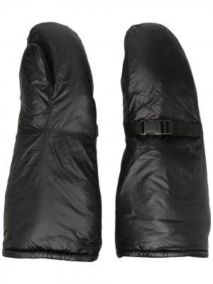 Перчатки-митенки с пряжками Takahiromiyashita The Soloist. Цвет: черный