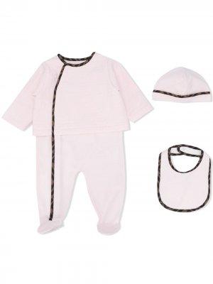 Комплект из комбинезона, шапки и нагрудника Fendi Kids. Цвет: розовый