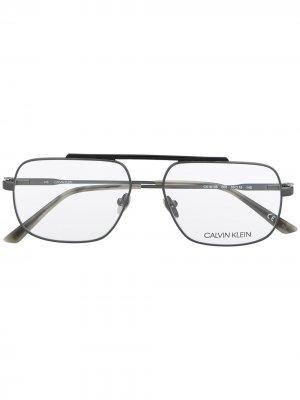 Очки CK18106 в прямоугольной оправе Calvin Klein. Цвет: черный