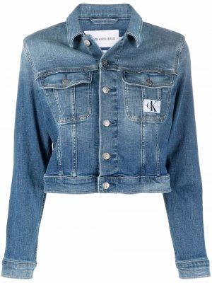 Джинсовая куртка с нашивкой-логотипом Calvin Klein Jeans. Цвет: синий