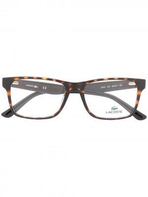 Очки в квадратной оправе черепаховой расцветки Lacoste. Цвет: черный