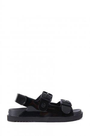 Черные лакированные сандалии Gucci. Цвет: черный